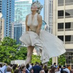 Marilyn Monroe statue unveiled - Chicago